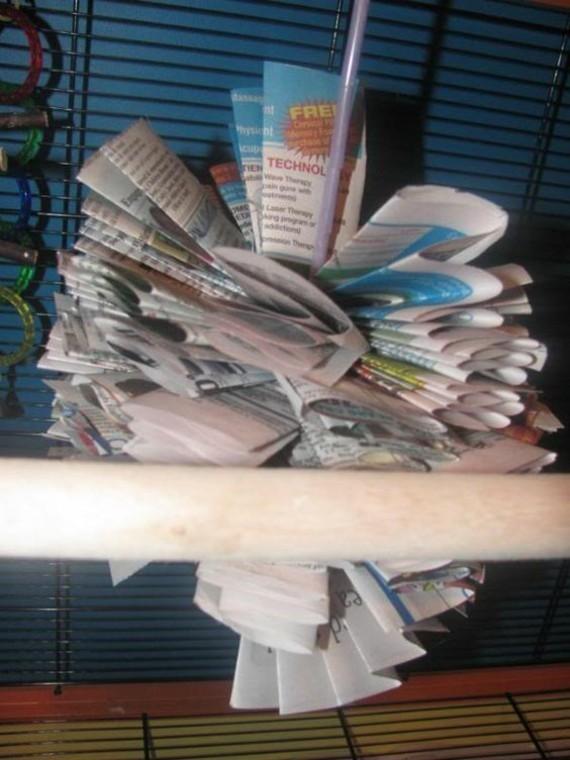 Spielzeug für Wellensittiche basteln Ideen Zeitungspapier