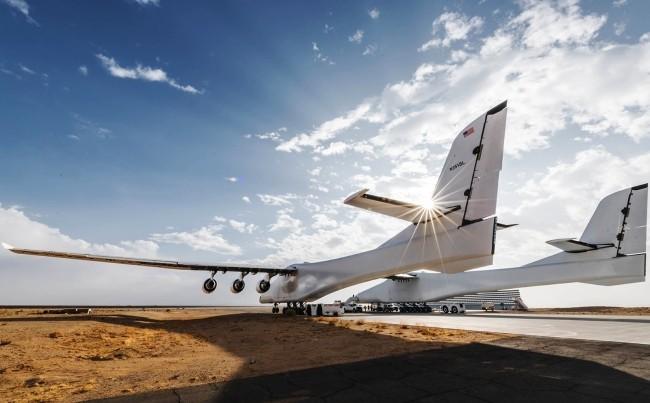 Stratolaunch, das größte Flugzeug der Welt, besteht Testflug mit vollem Erfolg bereitet sich auf abflug vor