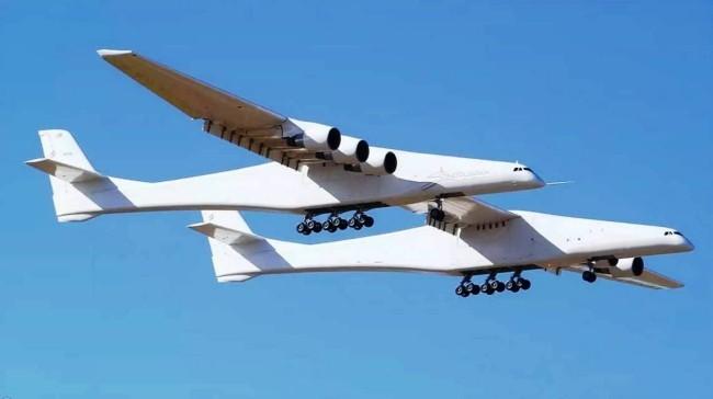 Stratolaunch, das größte Flugzeug der Welt, besteht Testflug mit vollem Erfolg im flug riesengroß