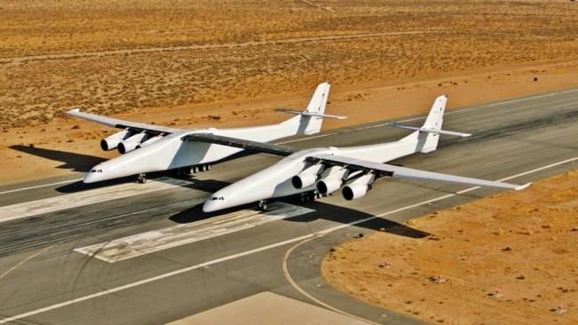 Stratolaunch, das größte Flugzeug der Welt, besteht Testflug mit vollem Erfolg zwei flugzeuge in einem