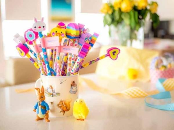 Tasse mit Hasen und anderen Geschenken Ostern Geschenke
