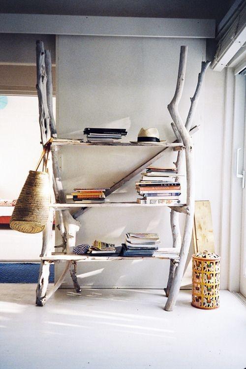Treibholz im Interieur Bücherregal aus Altholz selber bauen