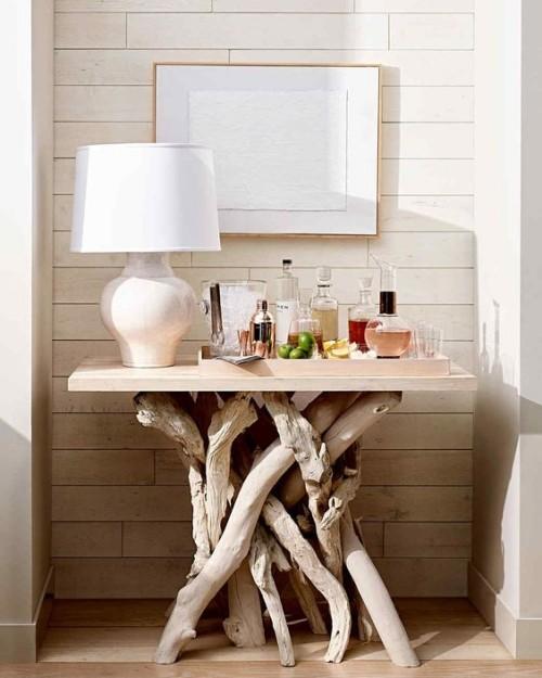 Treibholz im Interieur Beistelltisch für Getränke weiße Lampe Wandgemälde