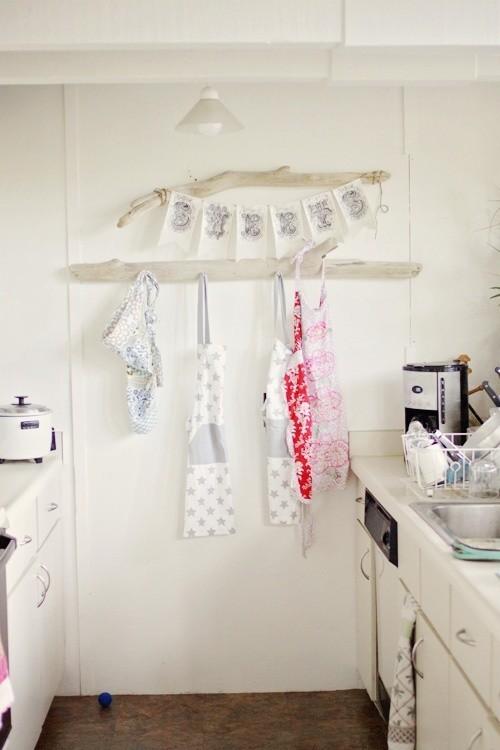 Treibholz im Interieur Hänger für Küchentücher in der Küche