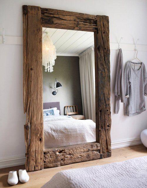Treibholz im Interieur rustikaler Spiegelrahmen Unikat im Schlafzimmer
