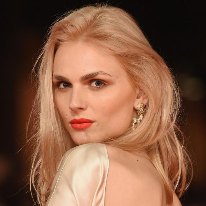 Trendy Haarfarben 2019 Antique Gold Model Andreja Pejic
