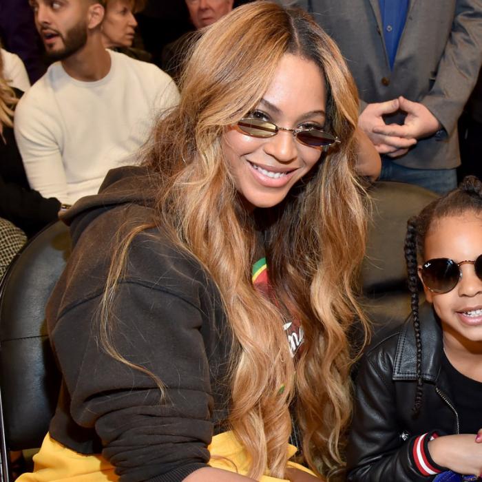 Trendy Haarfarben 2019 Beyonce schokoladenbraunes langes Haar