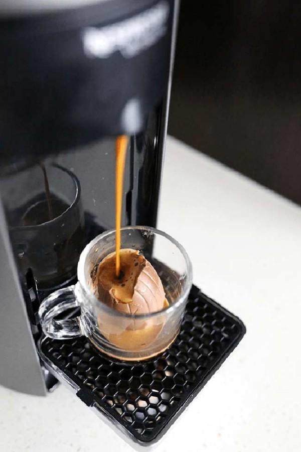 Unter dem Kaffee - Osterei