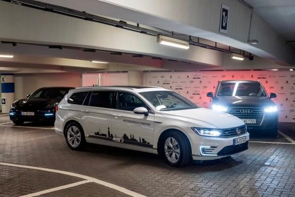 Volkswagen testet selbstfahrende Autos auf den Straßen von Hamburg autonomes parken und fahren