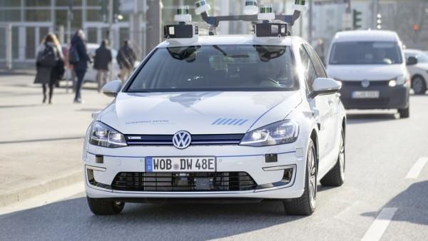 Volkswagen testet selbstfahrende Autos auf den Straßen von Hamburg schon auf den straßen