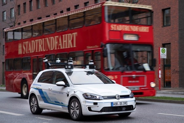 Volkswagen testet selbstfahrende Autos auf den Straßen von Hamburg selbstfahrende fahrzeuge auf den straßen