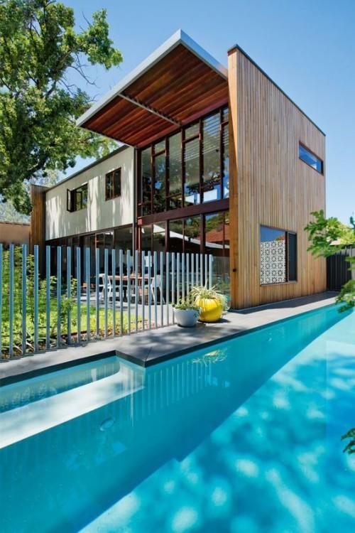 Zaun um Pool Ideen aus Holz klassische Gestaltungsidee draußen