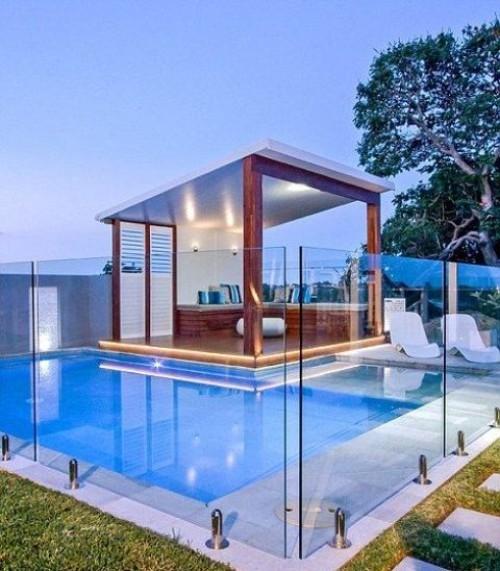 Zaun um Pool Ideen aus Plexiglas genug hoch und gut durchsichtig