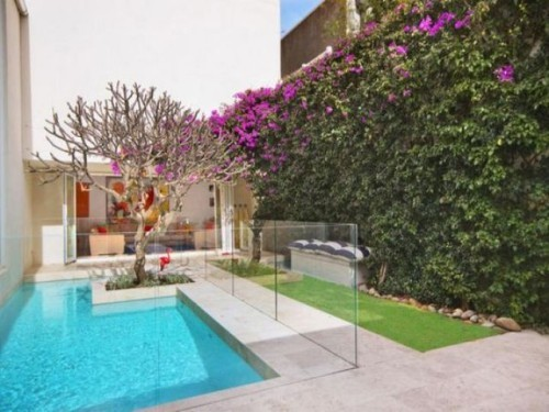 Zaun um Pool Ideen modernes Design im Außenbereich
