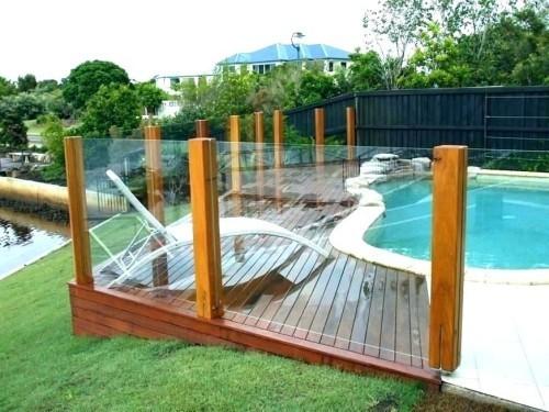Zaun um Pool Ideen viel Holz Sonnenliege