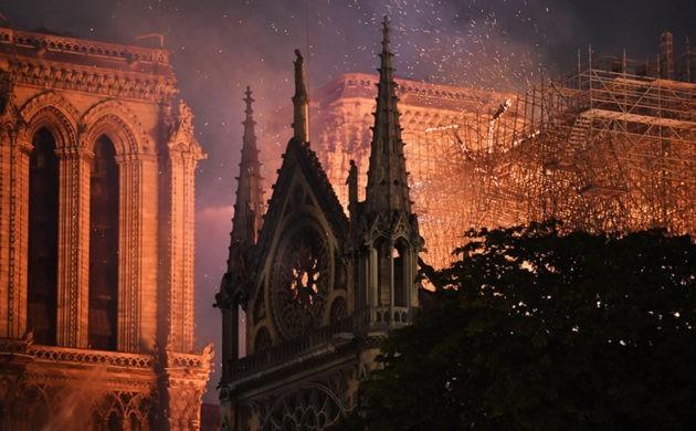 Zwei Drohnen und der Feuerwehrroboter Colossus halfen, das Notre Dame Feuer zu stoppen