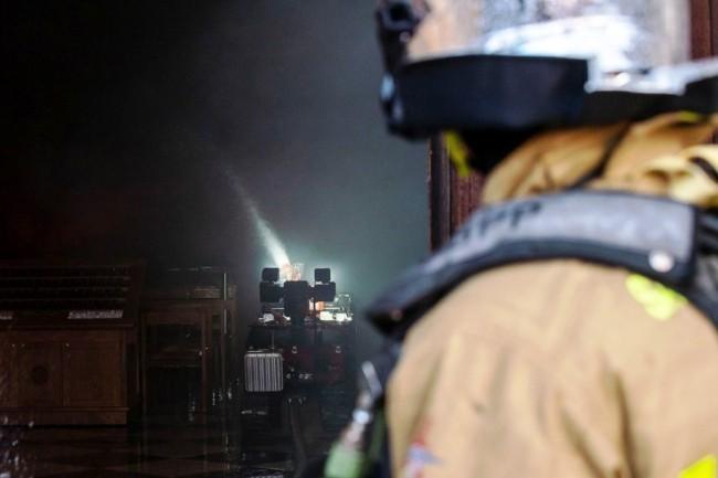 Zwei Drohnen und der Feuerwehrroboter Colossus halfen, das Notre Dame Feuer zu stoppen colossus roboter eingesetzt