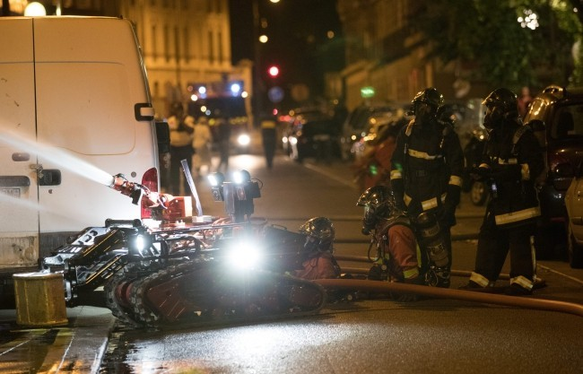 Zwei Drohnen und der Feuerwehrroboter Colossus halfen, das Notre Dame Feuer zu stoppen roboter einsatz bei feuer