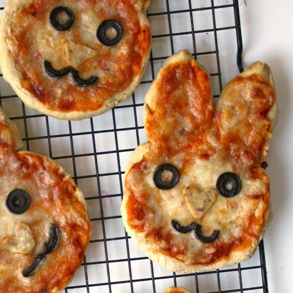 kleine vegetarische osterhasen pizza backen