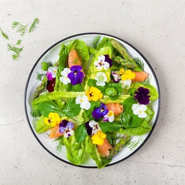 lachs salat essbare blüten