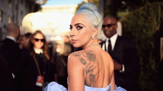 lady gaga rücken tattoo globes lede