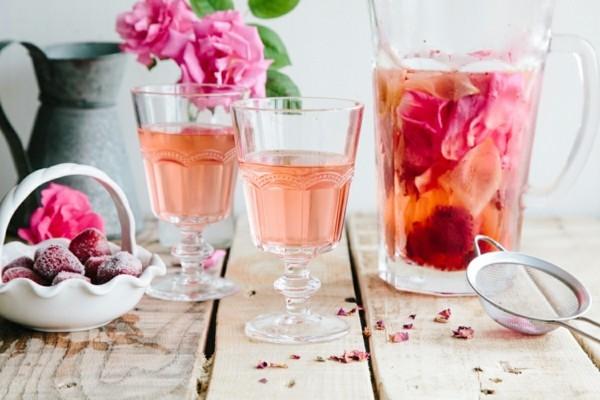 rosen zitrone erdbeeren essbare blüten