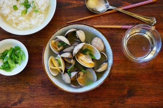 traditionelle japanische Miso Suppe Rezept mit Muscheln