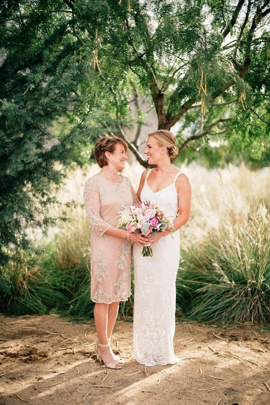55 festliche Kleider zur Hochzeit für Brautmütter und wichtige Tipps beige kleid knielang stilvoll