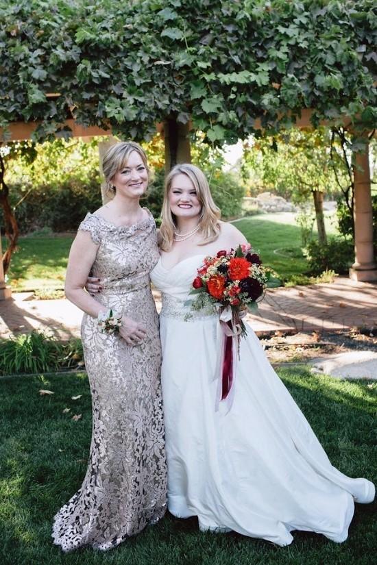 55 festliche Kleider zur Hochzeit für Brautmütter und wichtige Tipps beige kleid mit spitze mutter und tochter