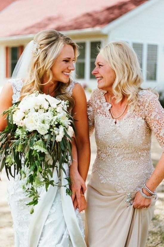 55 festliche Kleider zur Hochzeit für Brautmütter und wichtige Tipps beige kleid mit spitze schön modern