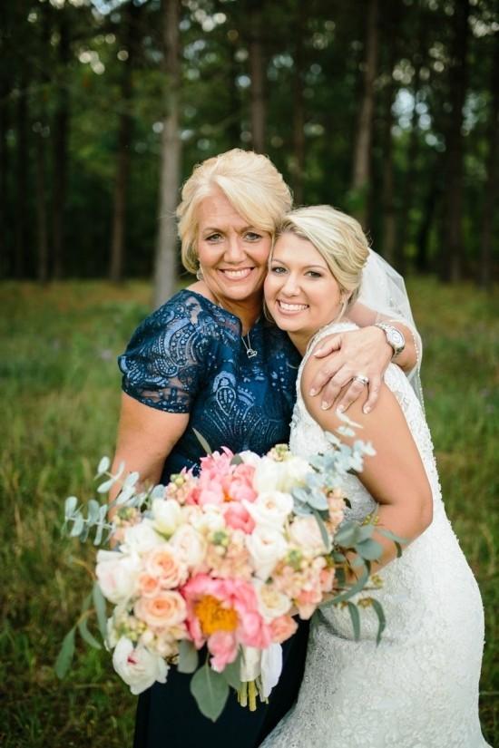 55 festliche Kleider zur Hochzeit für Brautmütter und wichtige Tipps blaues kleid dunkelblau elegant