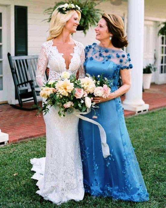 55 festliche Kleider zur Hochzeit für Brautmütter und wichtige Tipps blaues kleid mit floralen elementen