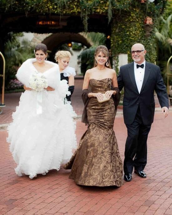 55 festliche Kleider zur Hochzeit für Brautmütter und wichtige Tipps braues kleid sanduhr form elegant
