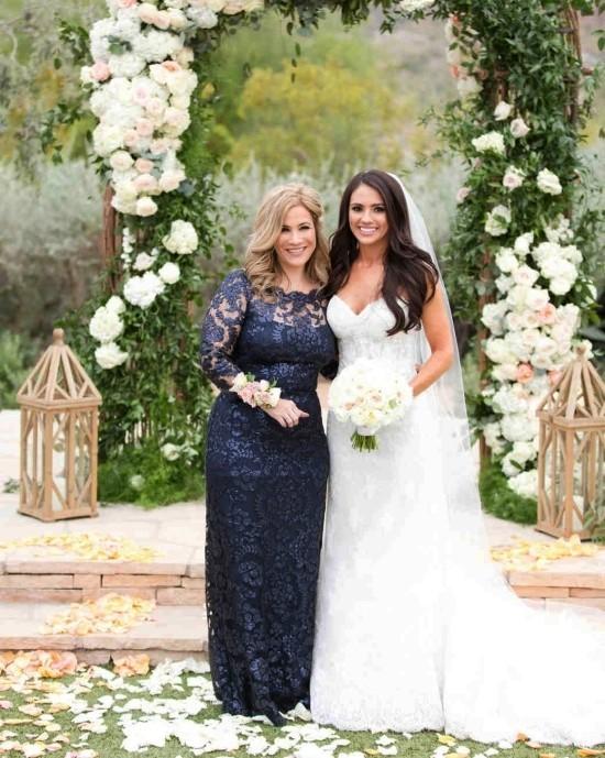55 festliche Kleider zur Hochzeit für Brautmütter und wichtige Tipps dunkelblaues kleid für elegante mutter