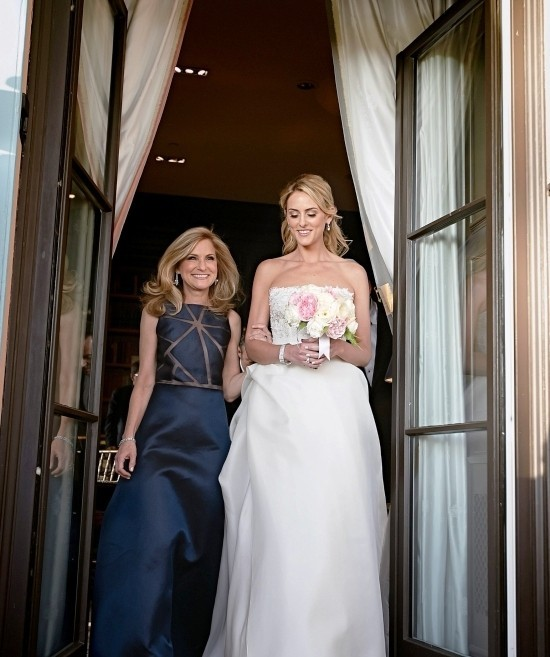 55 festliche Kleider zur Hochzeit für Brautmütter und wichtige Tipps dunkelblaues kleid mutter geometrisch