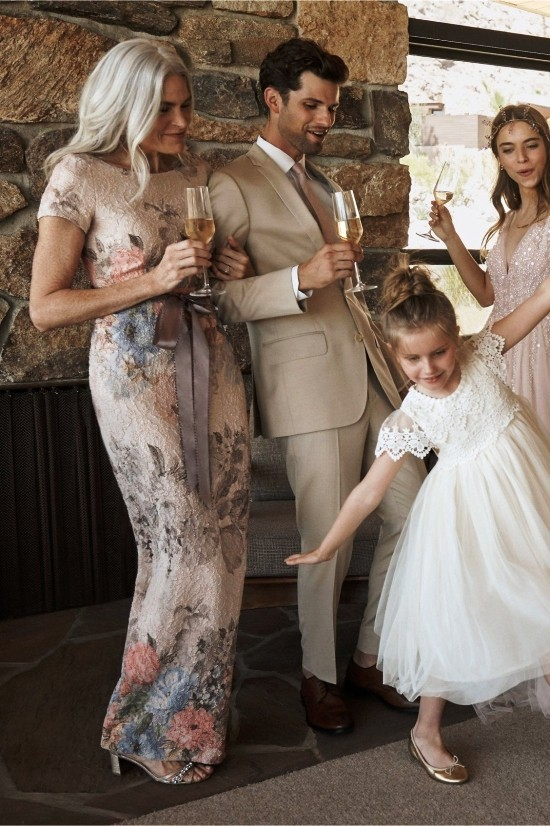 55 festliche Kleider zur Hochzeit für Brautmütter und wichtige Tipps florales kleid lang und eng