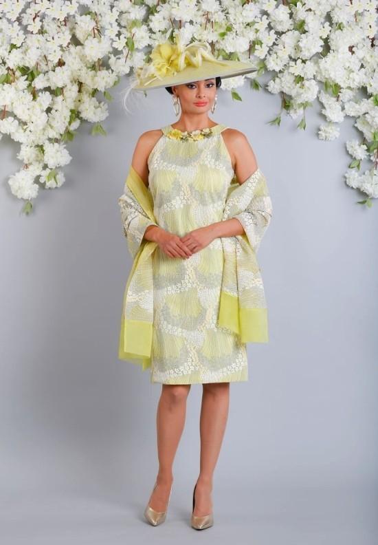 55 festliche Kleider zur Hochzeit für Brautmütter und wichtige Tipps gelbes kleid mutter mit schal und hut