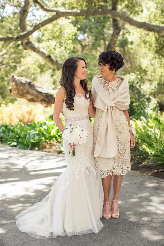 55 festliche Kleider zur Hochzeit für Brautmütter und wichtige Tipps hellbeiges kleid für elegante mütter