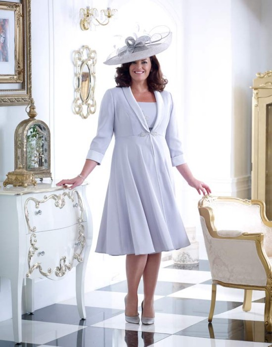 55 festliche Kleider zur Hochzeit für Brautmütter und wichtige Tipps hellblau elegant und kurz mit hut