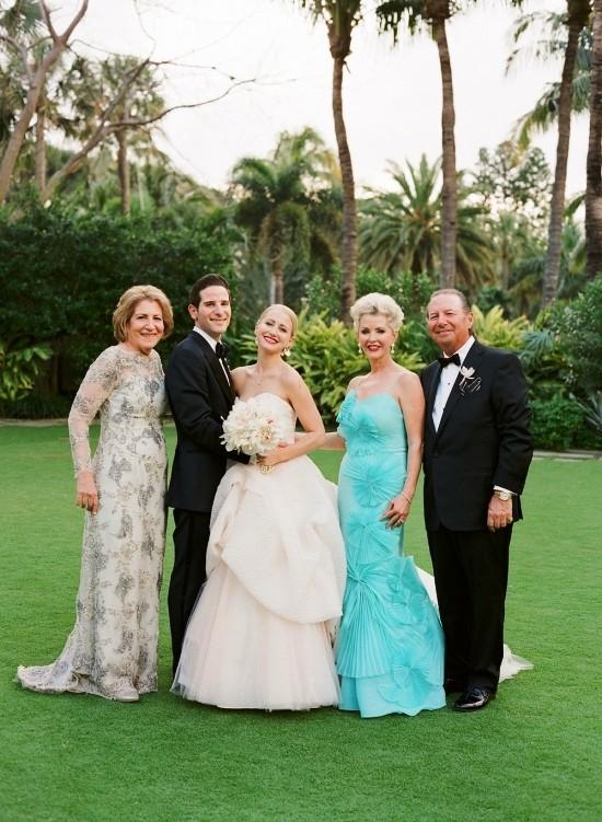 55 festliche Kleider zur Hochzeit für Brautmütter und wichtige Tipps hellblaues kleid floral mutter