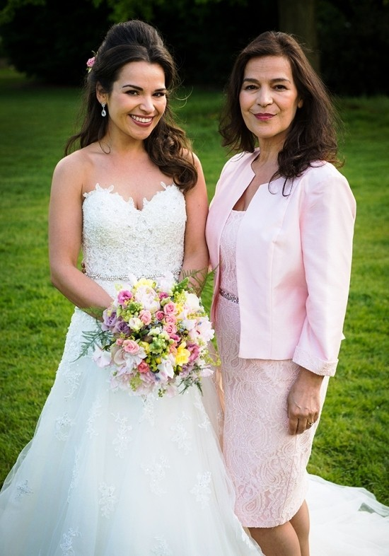 55 festliche Kleider zur Hochzeit für Brautmütter und wichtige Tipps hollrosa kleid für elegante mütter