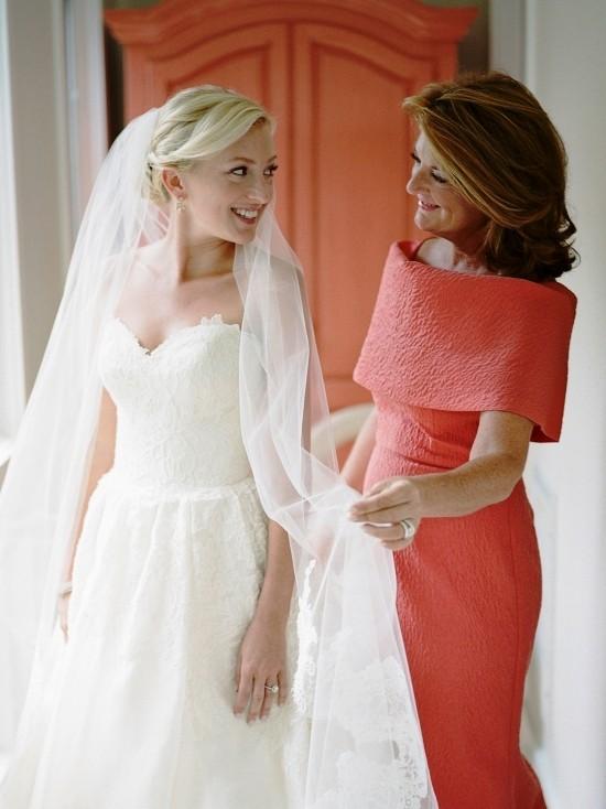55 festliche Kleider zur Hochzeit für Brautmütter und wichtige Tipps korallen rot rosa mutter elegant