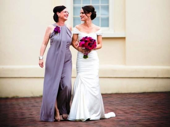 55 festliche Kleider zur Hochzeit für Brautmütter und wichtige Tipps lila kleid lang und elegant mutter