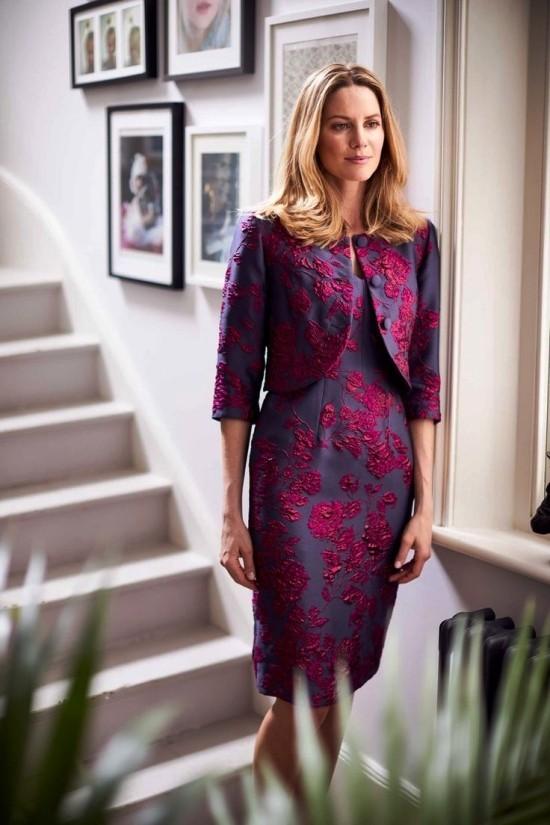 55 festliche Kleider zur Hochzeit für Brautmütter und wichtige Tipps lila und schwarz elegant und stilvoll
