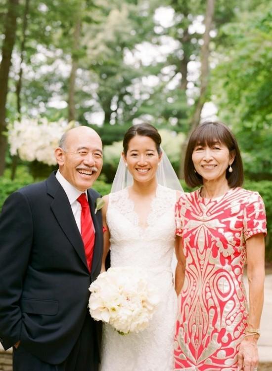 55 festliche Kleider zur Hochzeit für Brautmütter und wichtige Tipps rot und gold elegantes kleid für mutter