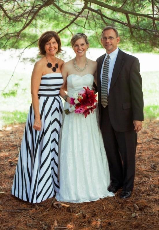 55 festliche Kleider zur Hochzeit für Brautmütter und wichtige Tipps schwarz weiß gestreiftes kleid