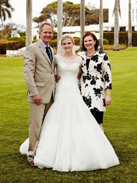 55 festliche Kleider zur Hochzeit für Brautmütter und wichtige Tipps schwarz weißes outfit für mutter