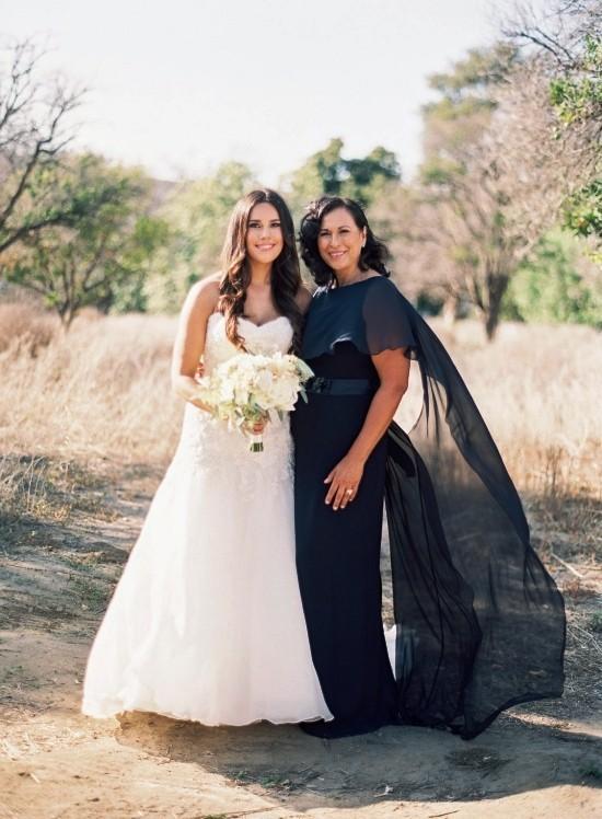 55 festliche Kleider zur Hochzeit für Brautmütter und wichtige Tipps schwarzes elegantes kleid für mutter abstrakt