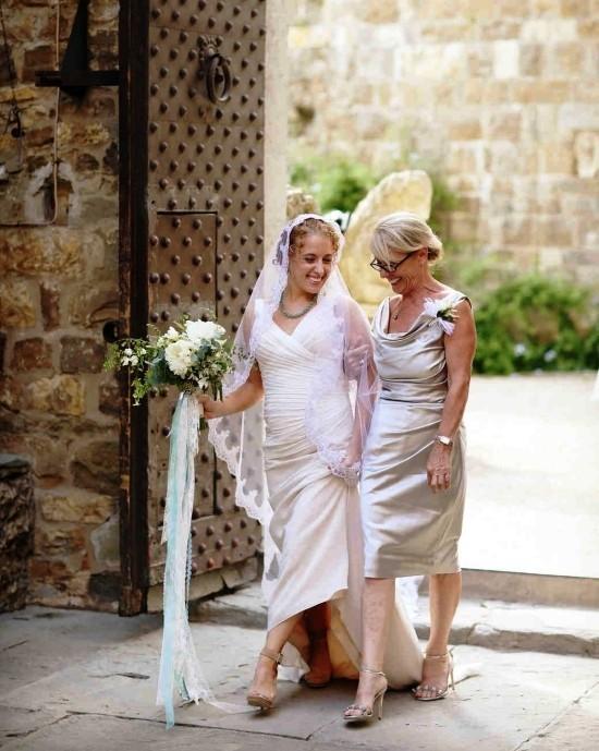 55 festliche Kleider zur Hochzeit für Brautmütter und wichtige Tipps silbernes kleid für mutter