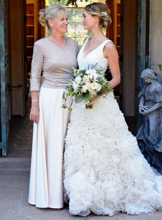 55 festliche Kleider zur Hochzeit für Brautmütter und wichtige Tipps weiß graues kleid für mutter zweiteilig